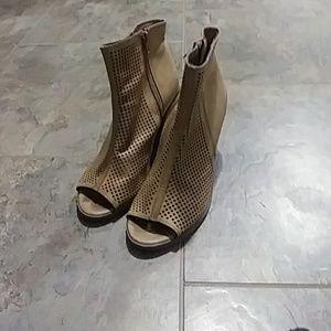 Soda Womens Tan Peep Toe Bootie Size 7.5